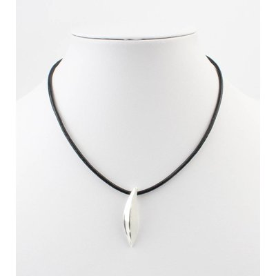 Short leather necklace with metal drop black