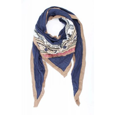 "Triangle scarf ""Embroidery"" blue"