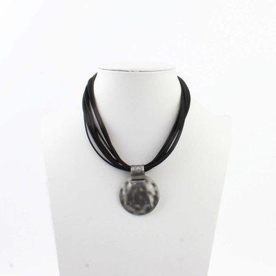 "Kürze Halskette ""Liva"" schwarz"