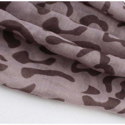 """Sjaal """"Kayla"""" taupe/bruin rechthoek met luipaardprint"""