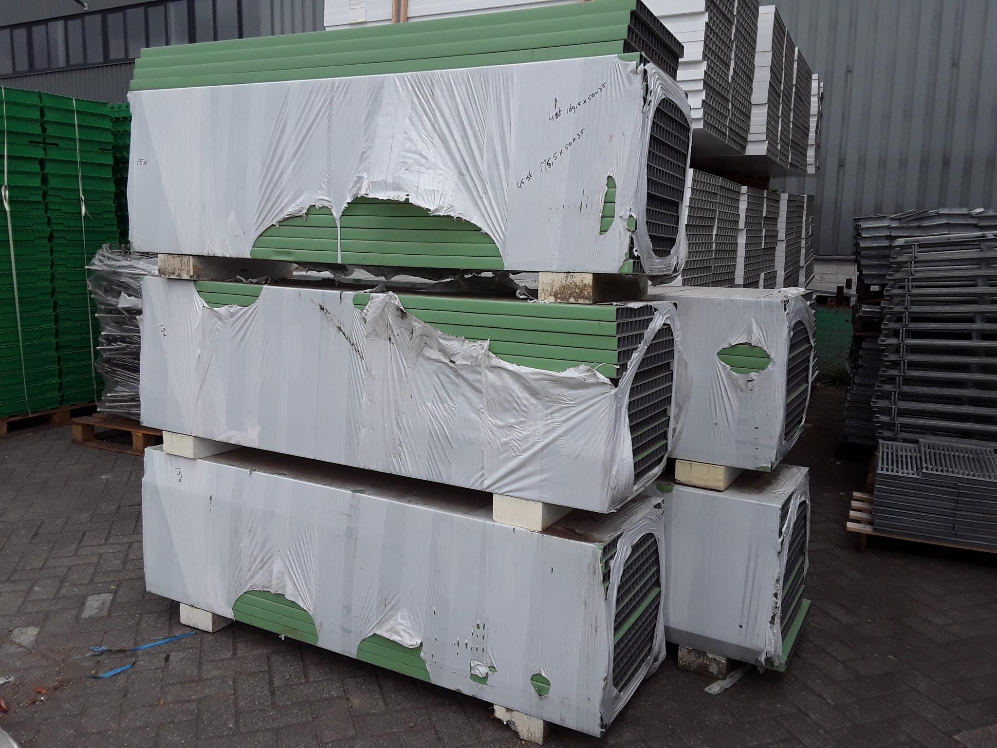 Plastic Panel Green 2590x500x35