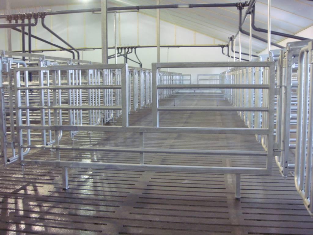 OPRUIMING: Uitschuifbare hekken met doorstap 2.40 m – 2.80 m