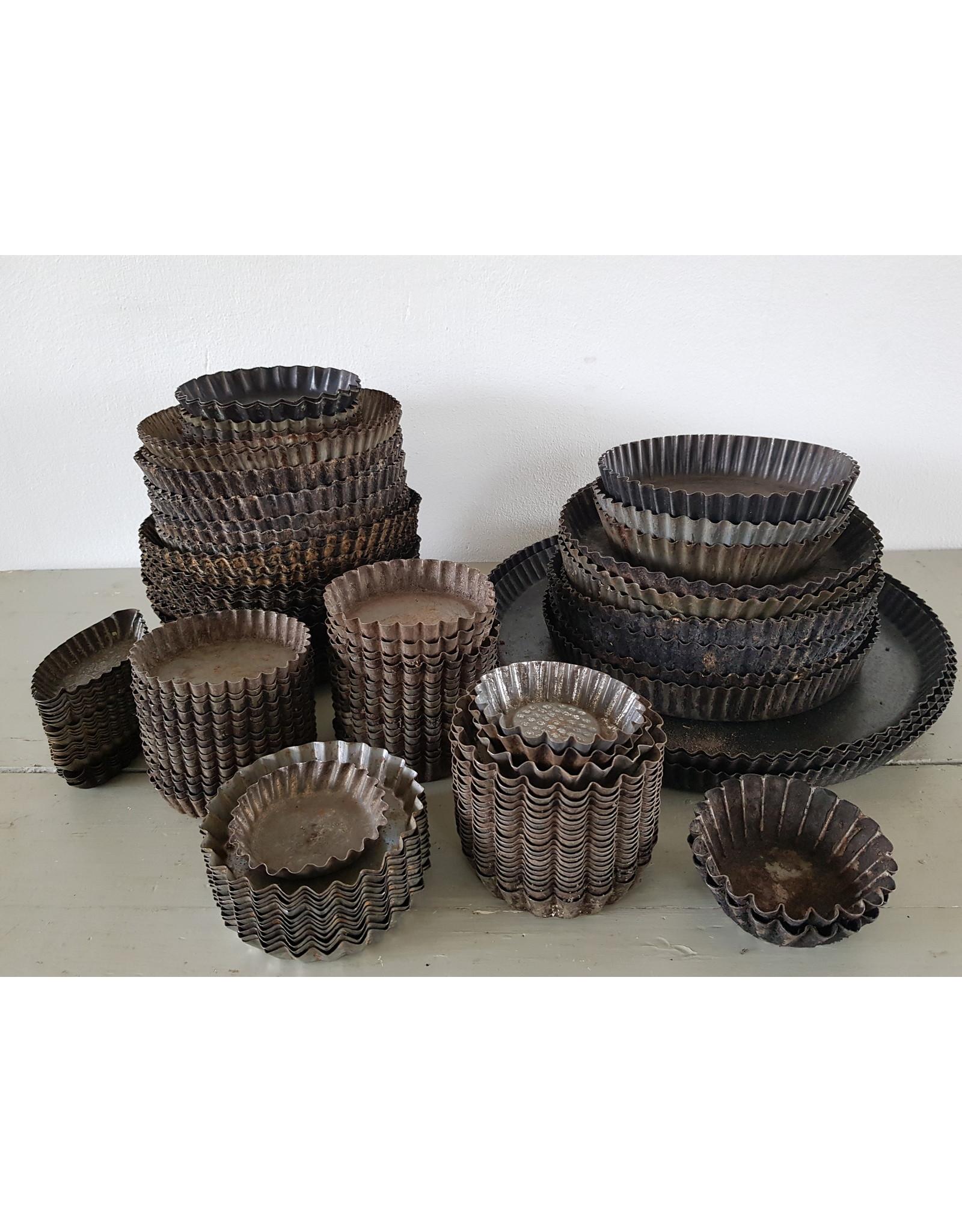 Brocante ijzeren taartvormen