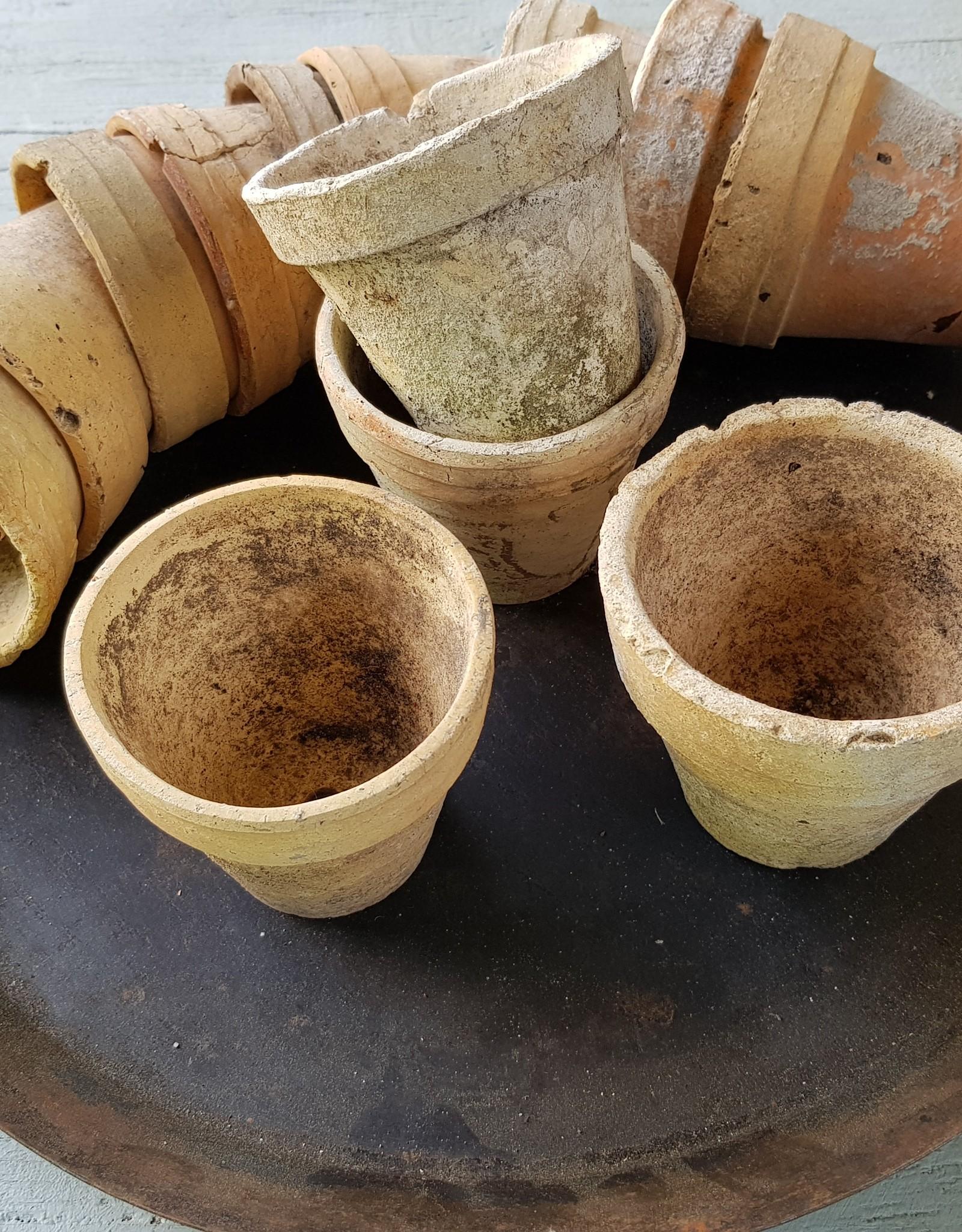 Aardewerken oude plantenpotjes