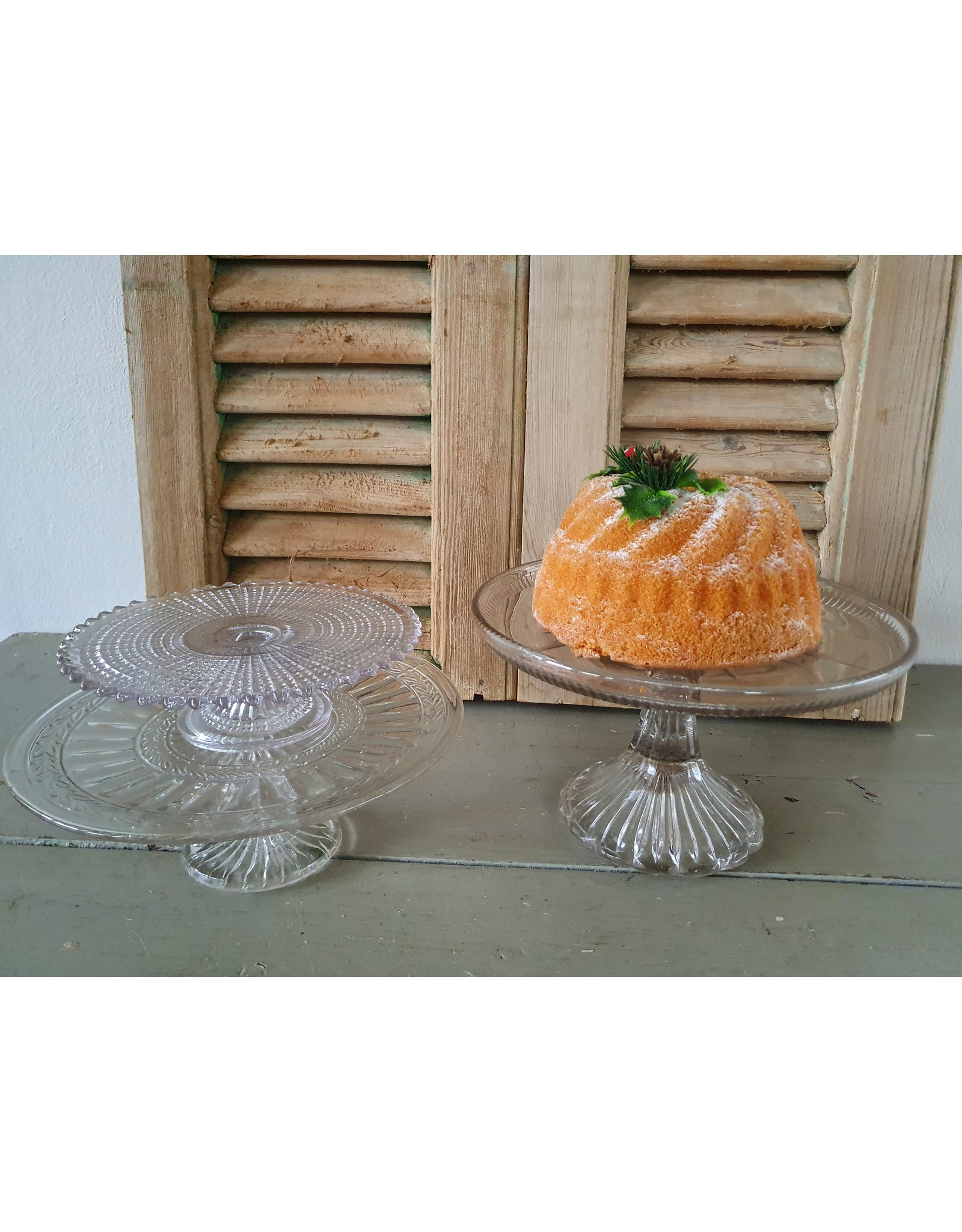 Franse glazen taartschaal op voet