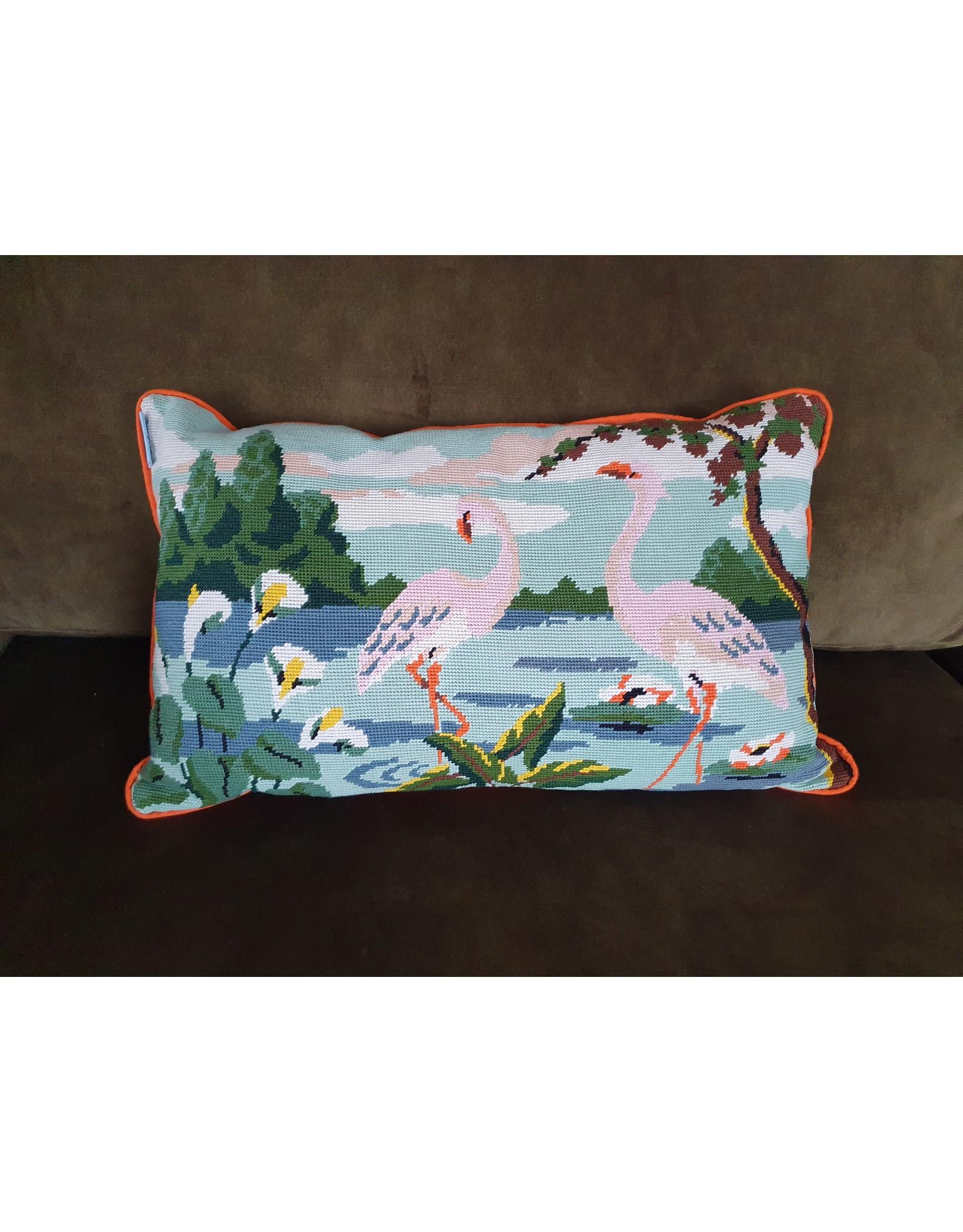 Guinevere Woonkussen borduurwerk flamingo