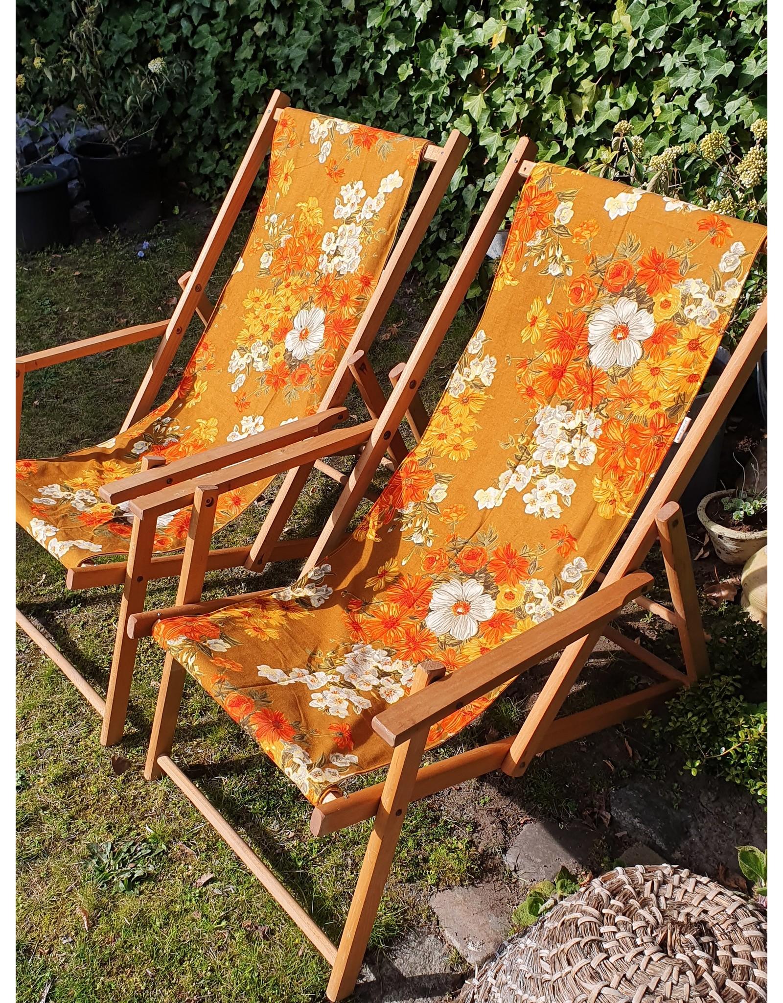 Guinevere Vrolijke retro houten ligstoel strandstoel met bloemen