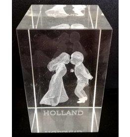 3d Laser Kristal Blok Kissing People +tekst Holland 5x5x8cm.