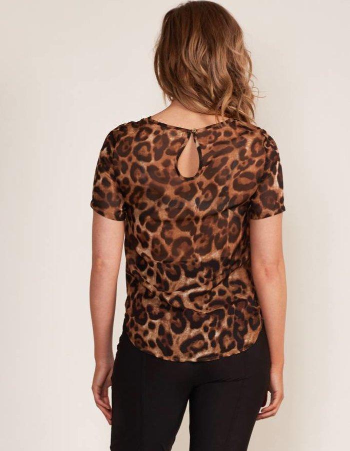 Top met luipaarddessin en keyhole-detail