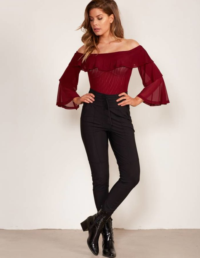 Off-shoulder top met volants