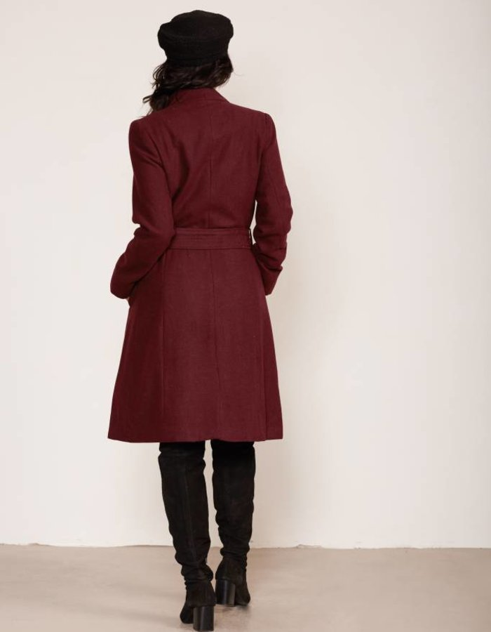 Lange jas met ceintuur