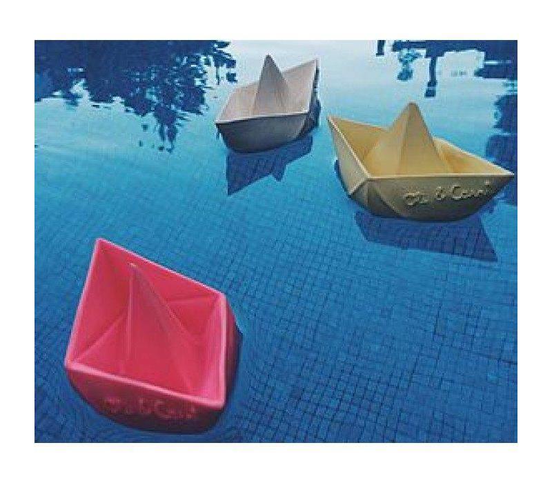 Oli & Carol weiß Badespielzeug Boot