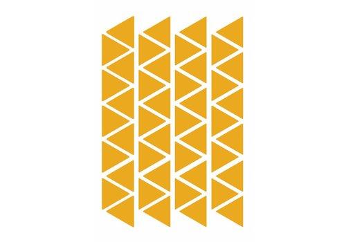 Mevrouw Aardbei 44 muurstickers driehoek oker 4cm