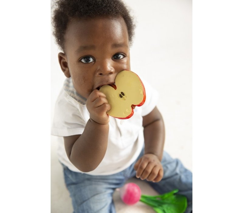 Oli & Carol bite & bath toy apple