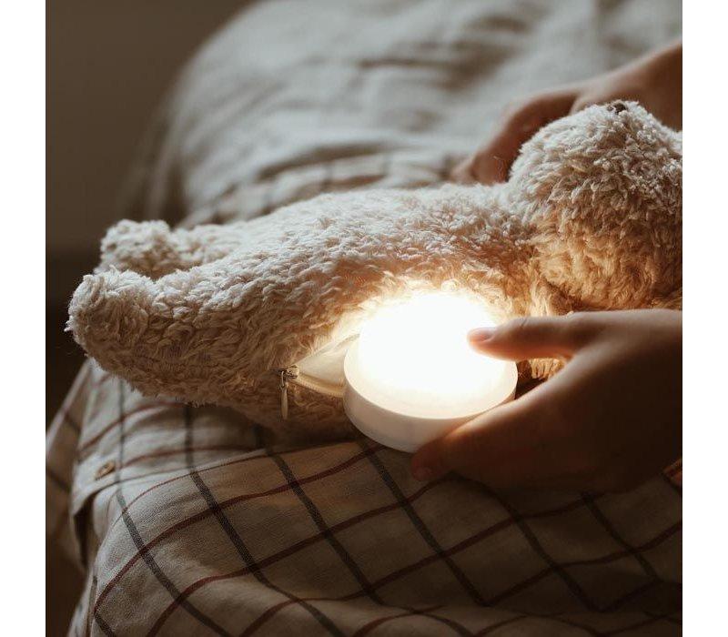 Moonie umarmt Herzschlag und leichten Bären-Cappuccino