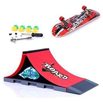 Skatepark Skatepark Spine met skateboard