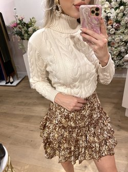 Cable sweater creme