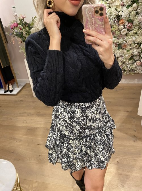 Cable sweater black