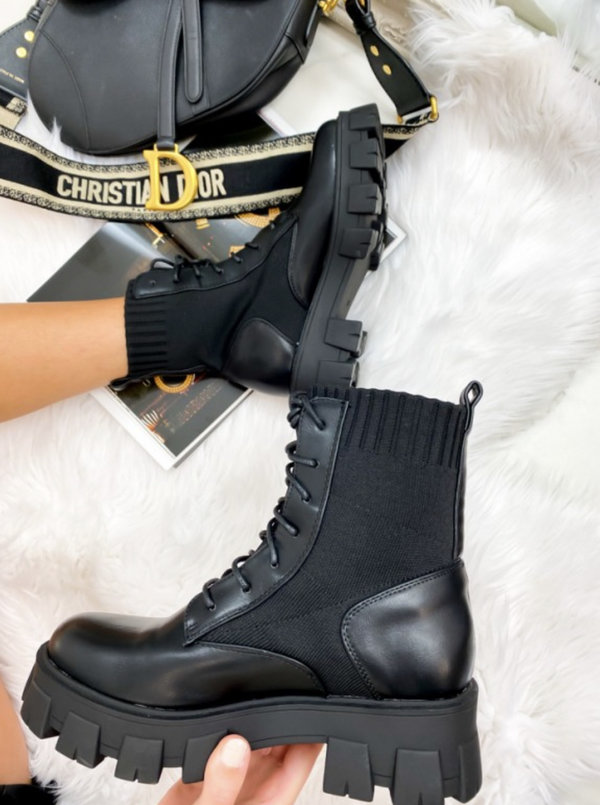 Short lace up boots black