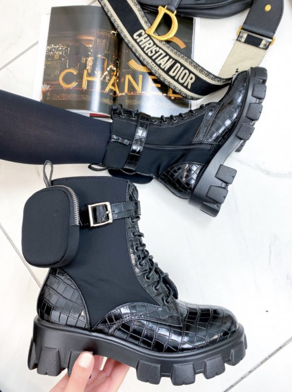 Snake pocket boots black