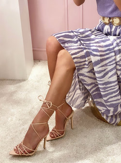 Pointy heels nude