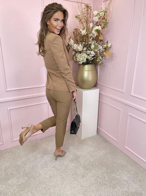 Suit camel button