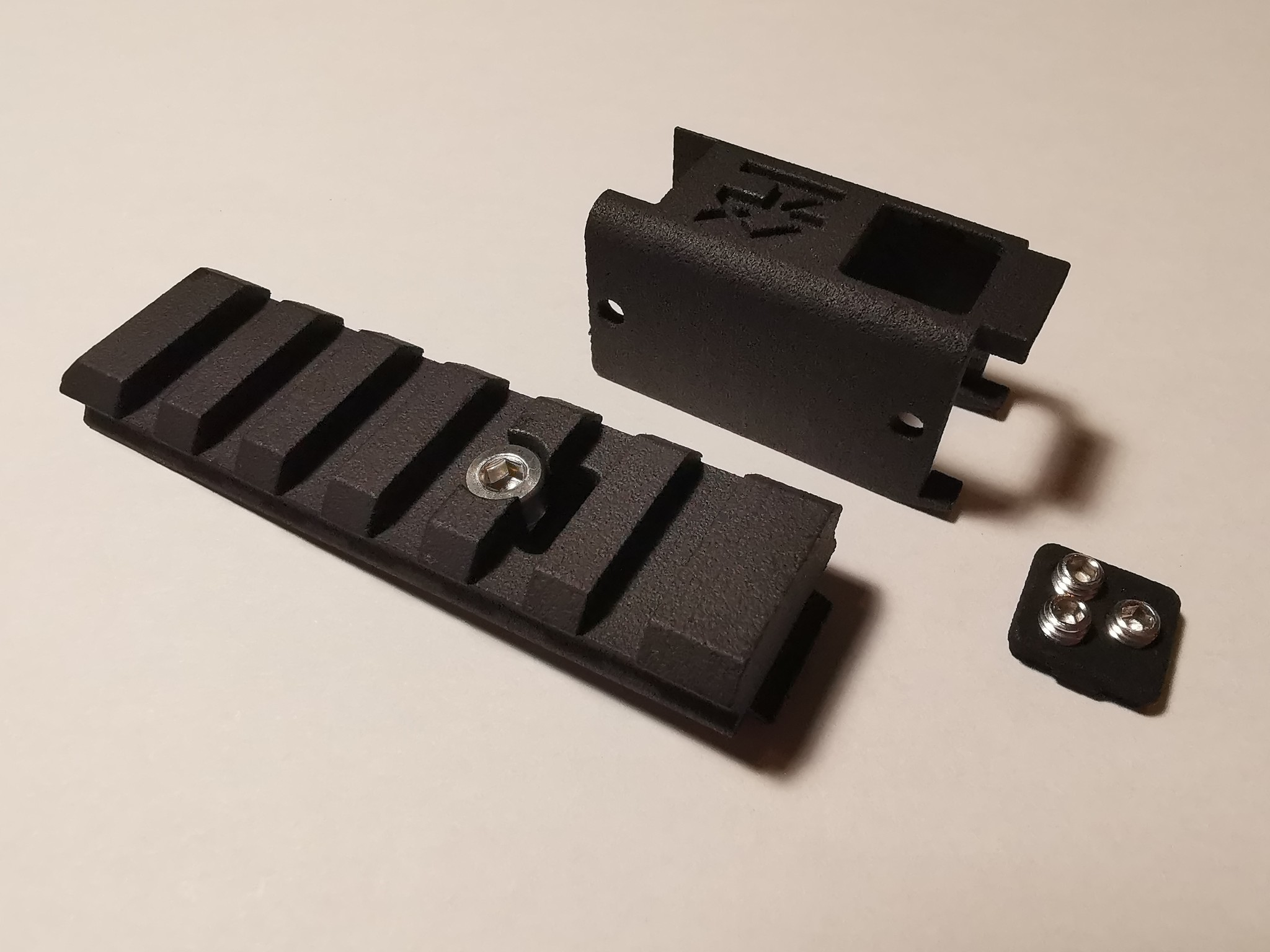 Airsoft Tokyo Marui Mk23 Dust Cover enhanced with hop up adjuster