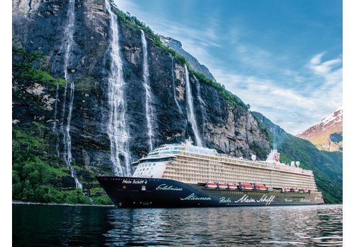 Cruise ship in the fjords - 500 XXL pieces