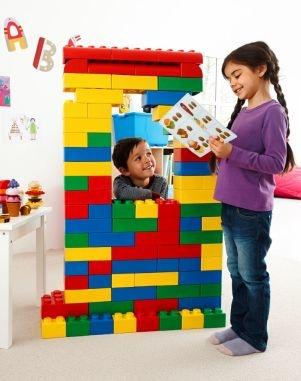 kinderen bouwen met grote bouwstenen