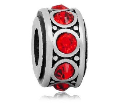 Bedels en Kralen Bedel crystal rood zilverkleurig voor bedelarmbanden