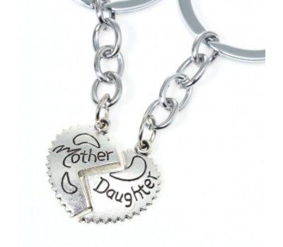 Moederdag cadeau Sleutelhanger Moeder en Dochter zilverkleurig