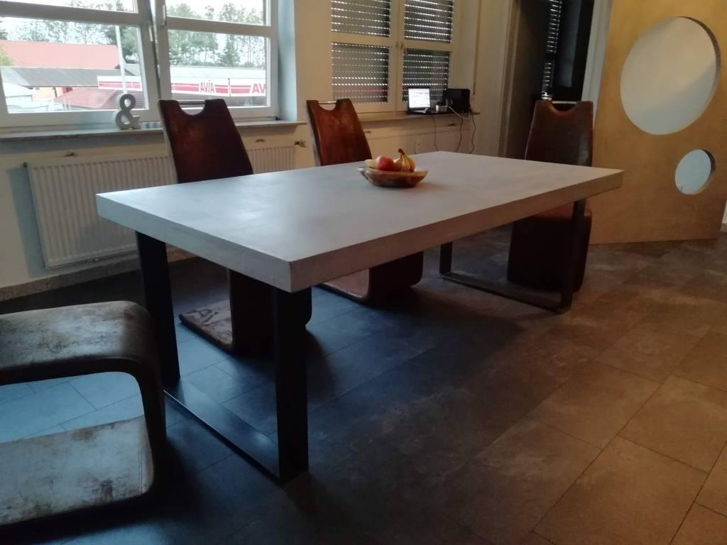 esstisch beton massiv holz esszimmer betonoptik individuell borkenk fer onlineshop. Black Bedroom Furniture Sets. Home Design Ideas