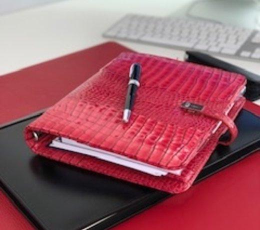 Leren bureau accessoires in diverse kleuren koop je bij Lederonline, groot assortiment.