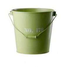 Grüner Metalleimer