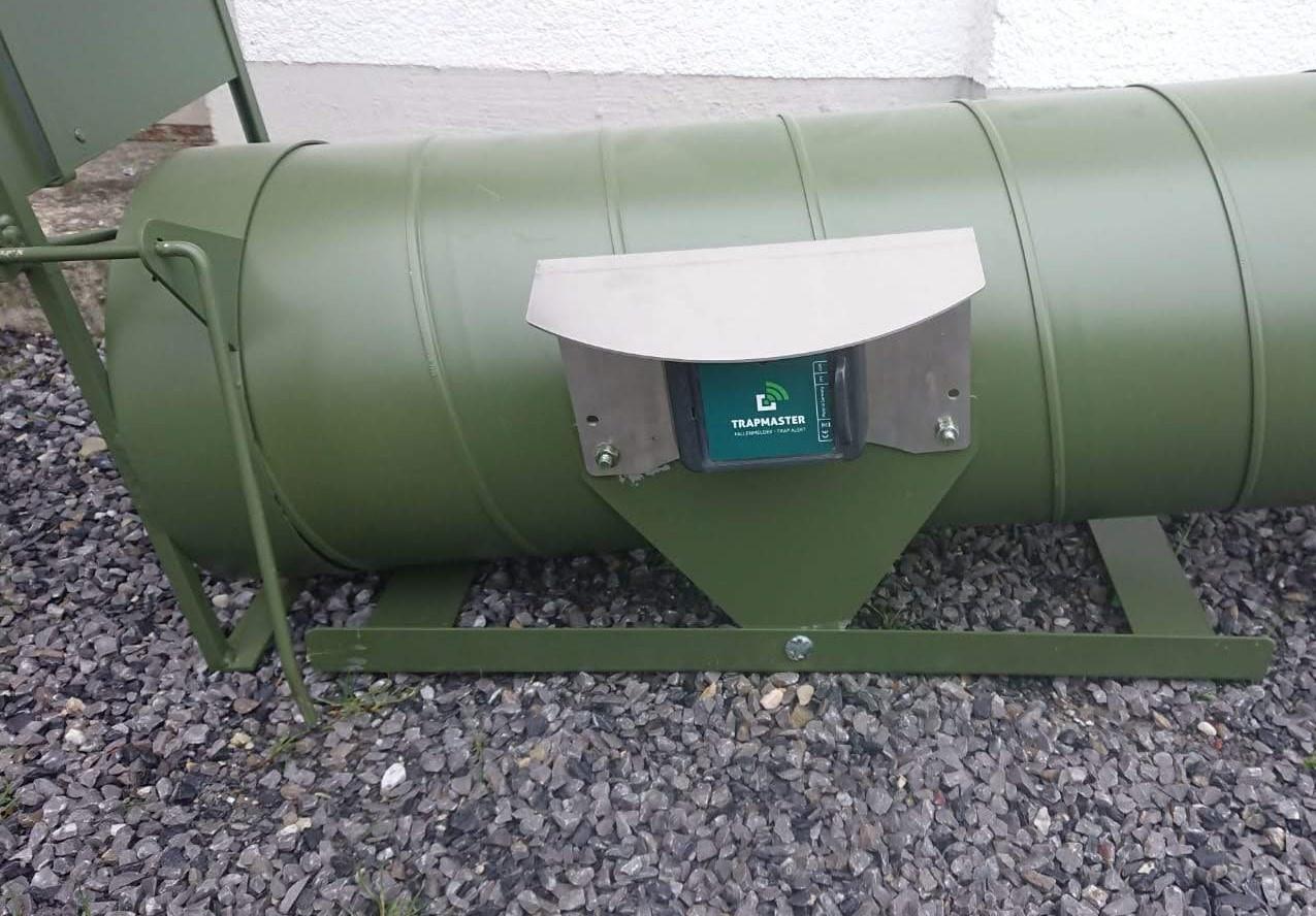 Fallenmelder TRAPMASTER Professional Neo an Waschbär- und Nutriafalle