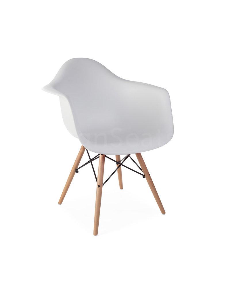 Mooie Egg Chair.Daw Eames Design Chair White