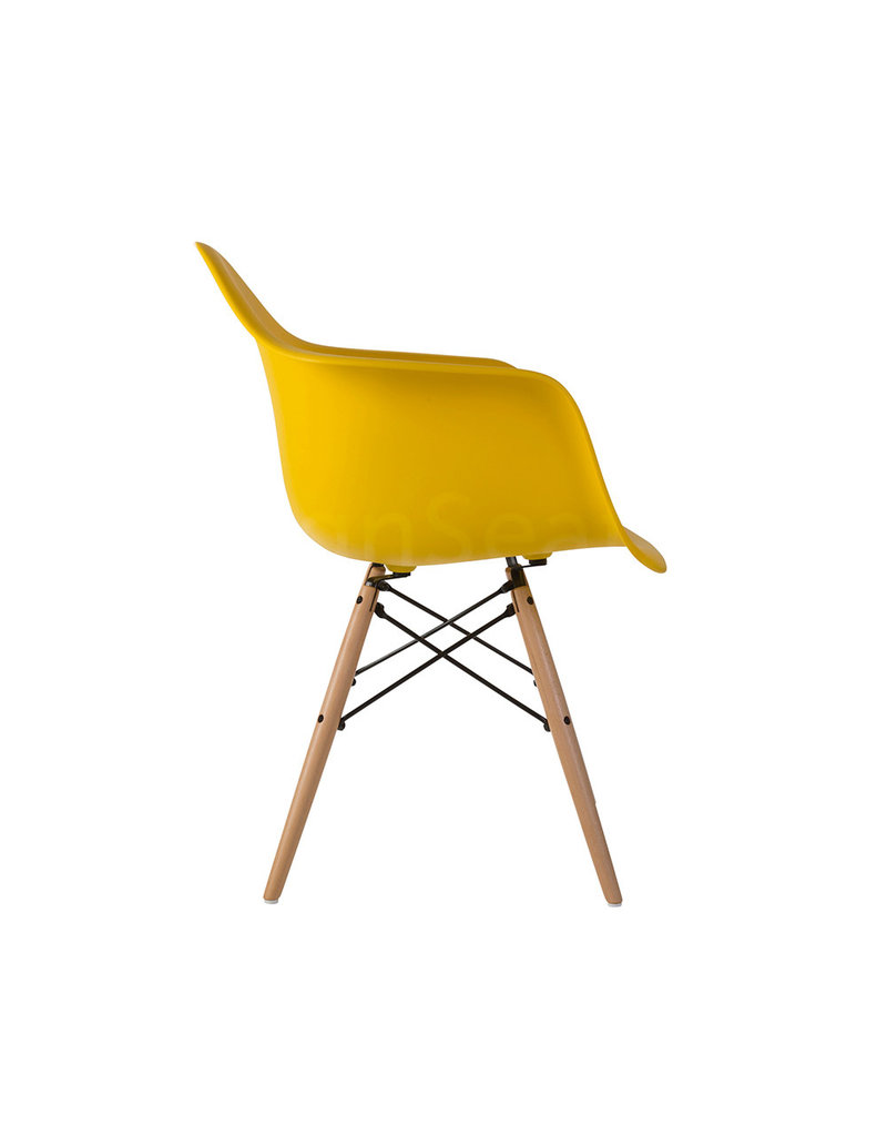 DAW Eames Design Stoel Maisgeel