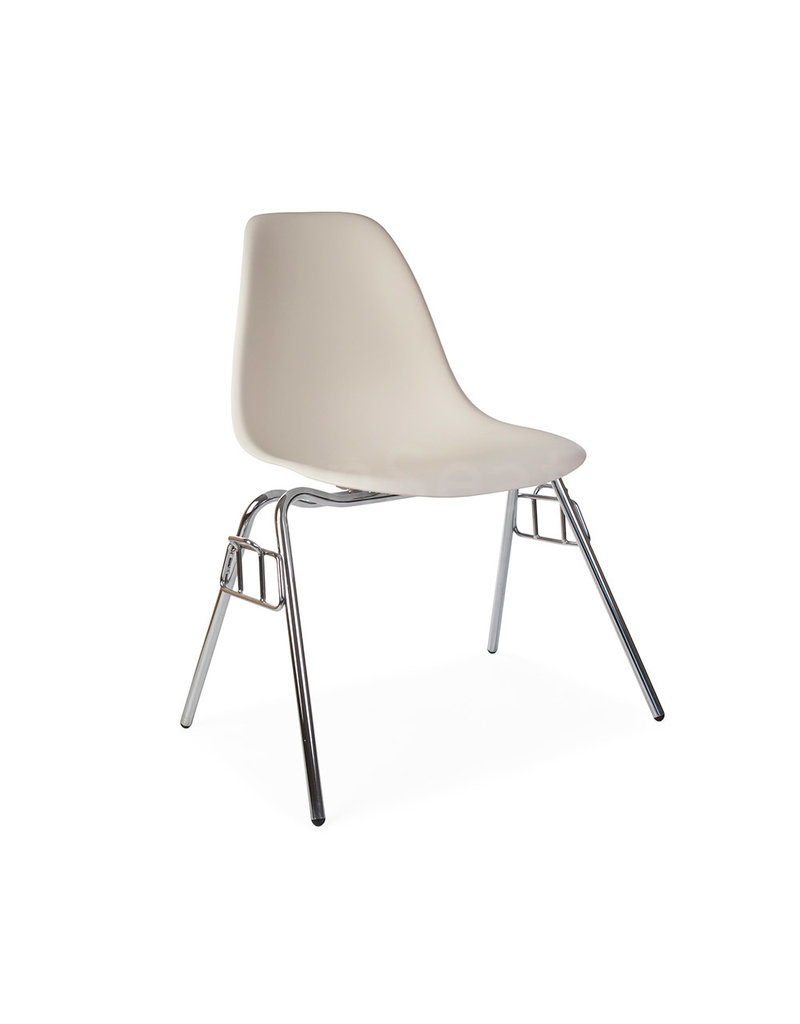 DSS Eames Design Stacking chair Off white