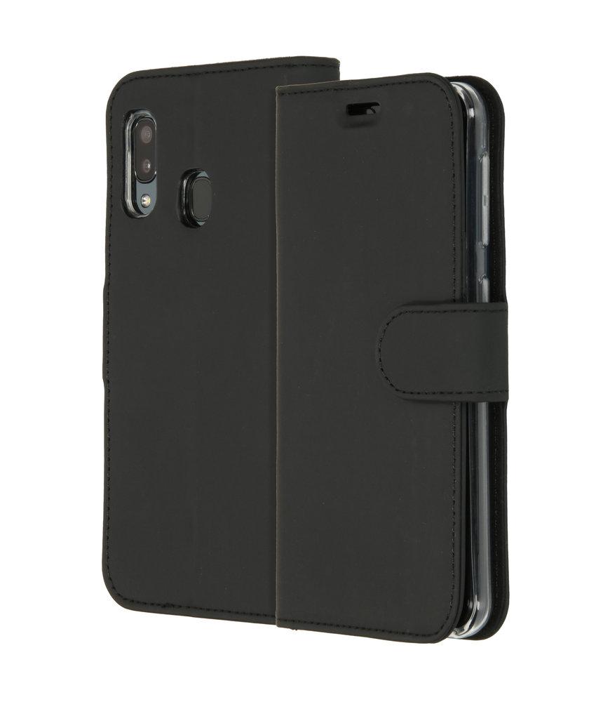 Accezz Wallet Softcase Booktype Samsung Galaxy A20e - Zwart