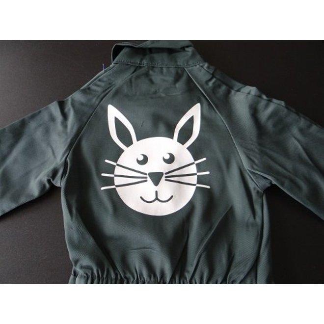 afbeelding konijn voor op overall