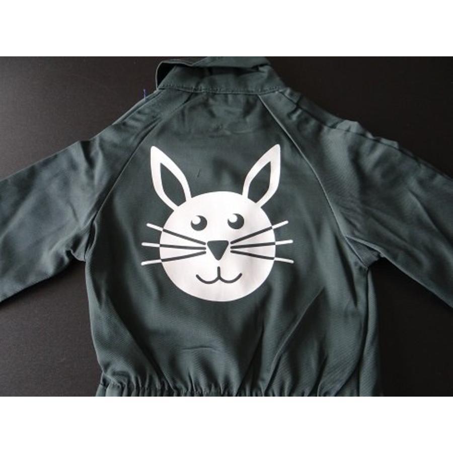 afbeelding konijn voor op overall-1