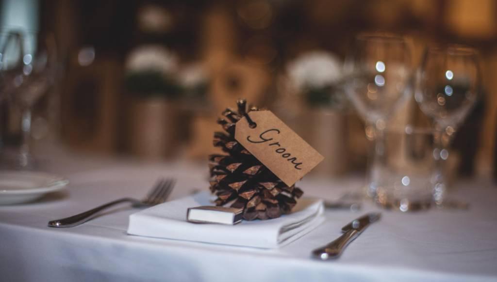 Wat draagt de groom op een festival style wedding?
