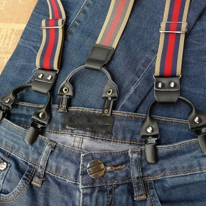 gestreepte bretels op spijkerbroek