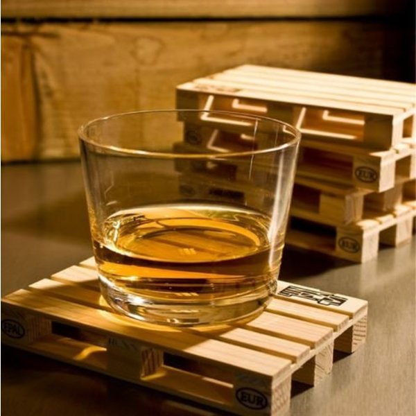 Reclaimed wood pallet coasters set of 4 in het