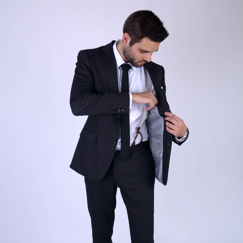 Bretels bij je pak, hoe draag je ze eronder?