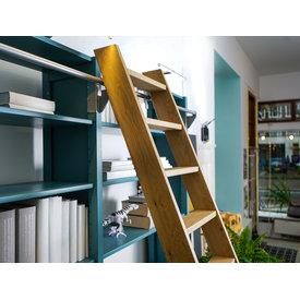 Hilberts Hout Bibliotheektrap nature eiken