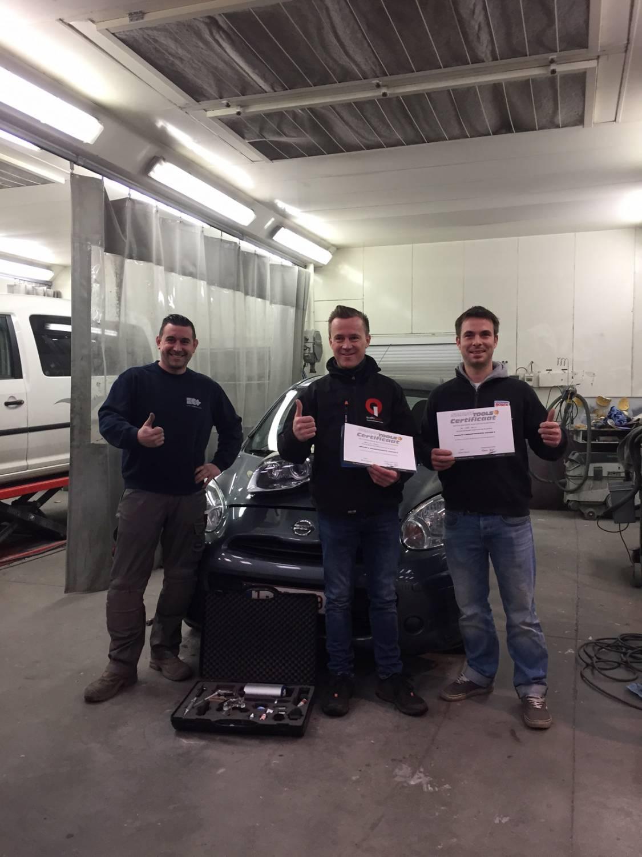 Carrosserie Garage Houman bekwaamt zich verder in smart repair technieken