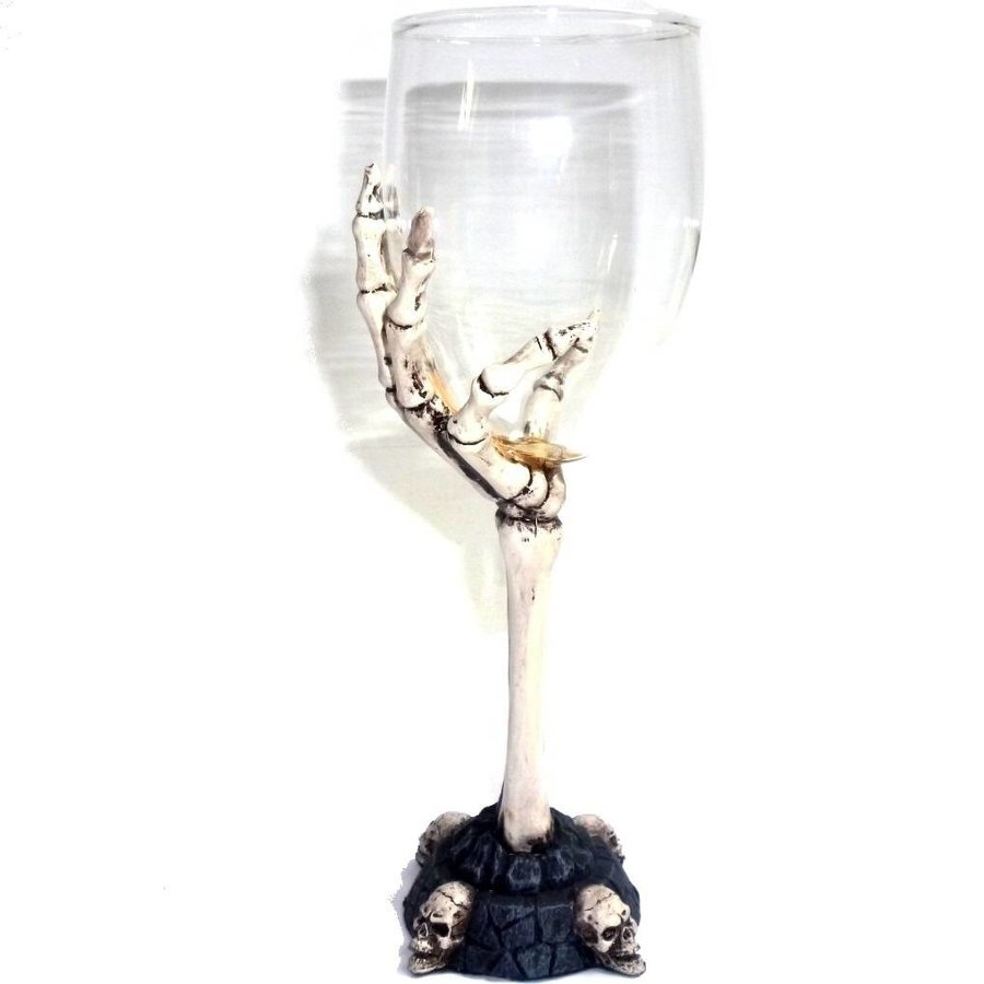 Glaskelch mit Knochenhand-5