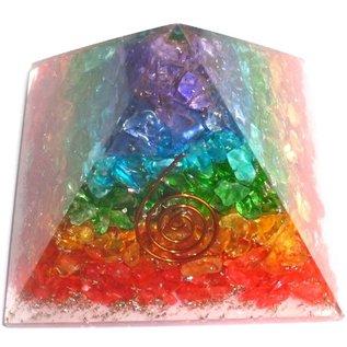 Orgonit Pyramide mit Regenbogen mit gemischten Steinen