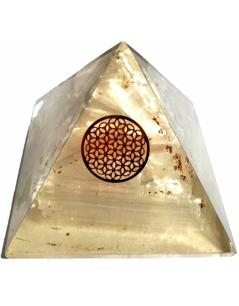 Orgonit Pyramide mit Selenit und Blume des Lebens